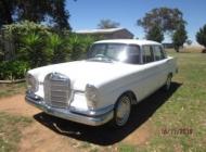 1963-Mercedes-220Eb-001